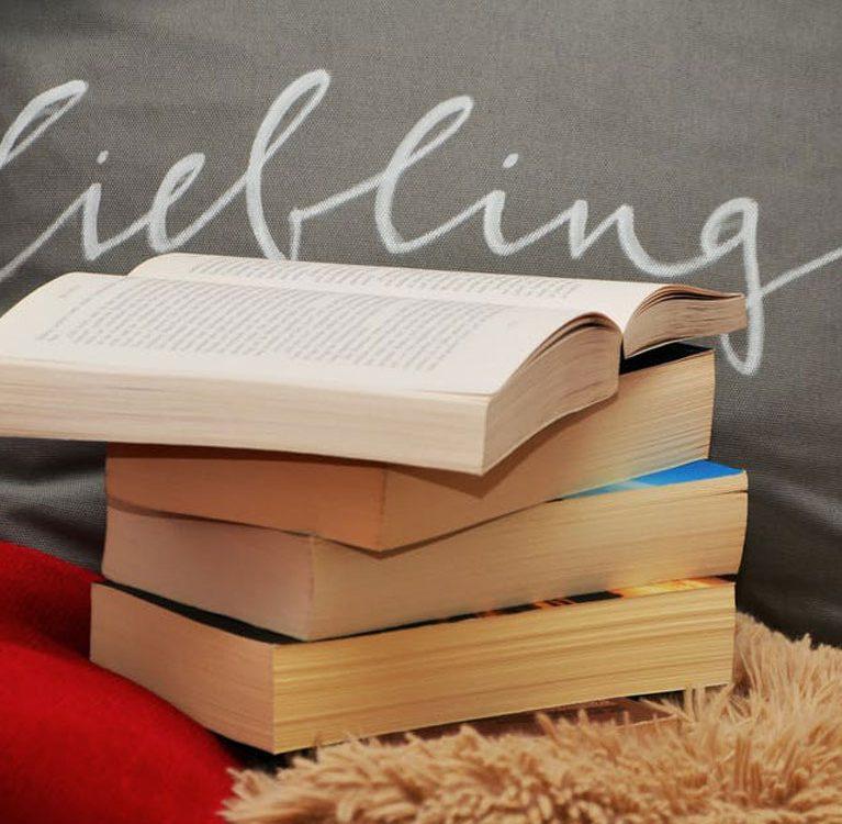 ערימת ספרים