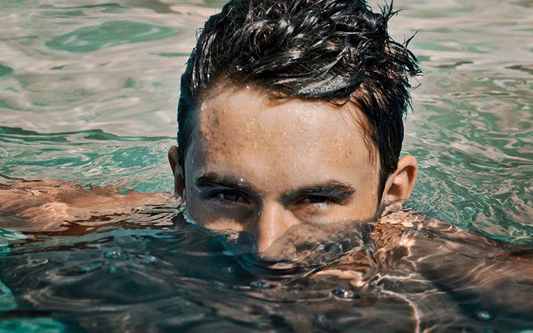 חותרים קדימה: סגנון השחייה שישנה לכם את אורח החיים