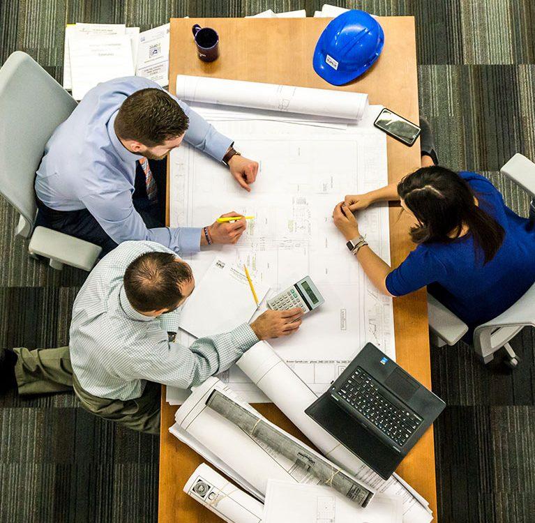 כיצד מעסיקים יכולים לדאוג לסביבת עבודה בטוחה יותר?