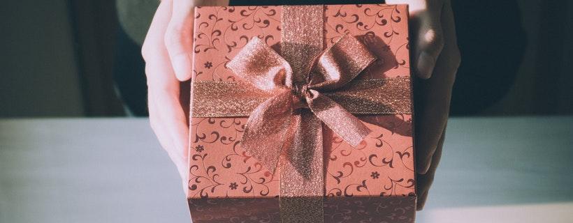 adult-birthday-birthday-gift-360624 (1)